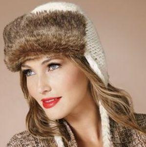 Brand new ladies knit trapper hat w/faux fur